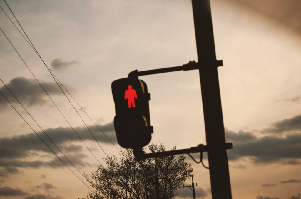 夕暮れと赤信号