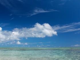 夏の海と雲