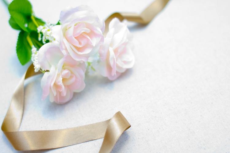 ピンクの花とリボン